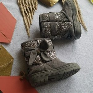 ⚠️🆕️ Bebe Girls sparkle boots ugg style size 8